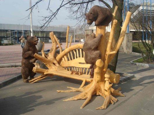 Скульптура и качели из дерева — сказочный мир в вашем саду
