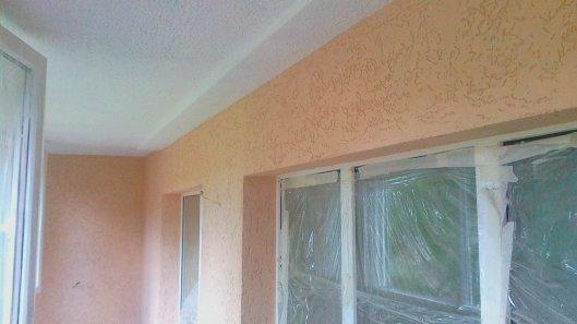 Использование декоративной штукатурки для отделки балкона
