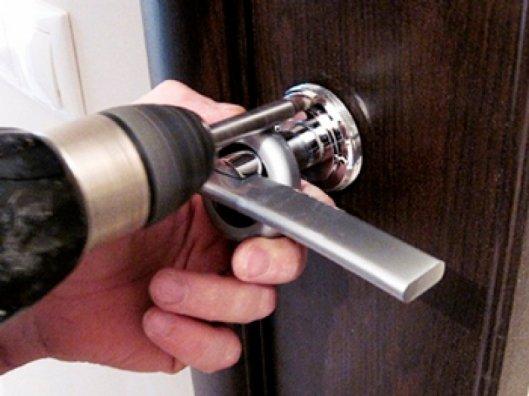 Как поменять дверную ручку на межкомнатной двери