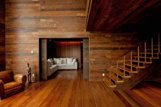 Оригинальный интерьер деревянного дома